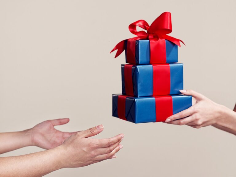 Best Corporate Gifts That Can Give On Your Company Anniversary
